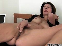 Το πορνό θα πάρει η μαμά ζουμερό μουνί