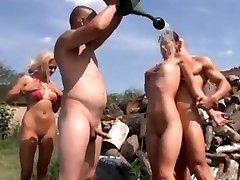 Le Nudisme Aux Festivités De L'Été