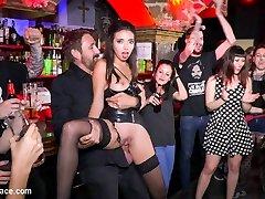 podzemne goth klub sprevrže v divje vraga stranka - publicdisgrace