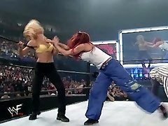 trish in lita vs stacey in torrie rokoborba divas modrc in hlačke tekmo