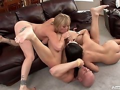 Adrianna Nicole And Roxy Deville Asslicking
