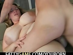Thankful BBW spreads her legs