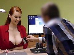 loan4k. une femme rousse aux formes impressionnantes