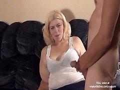 femme joue avec des gars cul