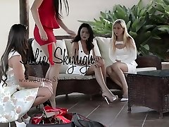 4 splendid girls display how to walk in high heels first time