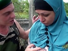 Nafila Essid - hijabi pummel machine