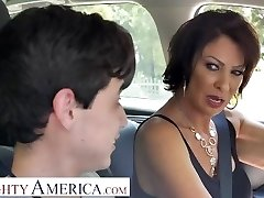 Horny America Vanessa Videl trains Juan how to take care of a lady