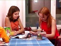 Masha ja Ivana coeds peeing kohta, wc