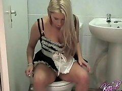 French Maid klänning spela för Brittiska pornstar Kaz B
