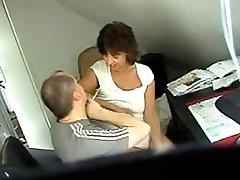 Skrite spolne cam posnetek prikazuje nekaj prekleto