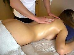 najstniška punca dobi čutno masažo