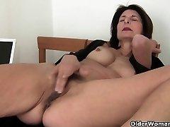Babica skrbi za njeno orgazma potrebuje