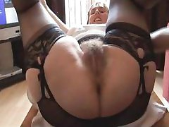 Hairy busty zrela dama v oddaji in girdle ne upskirt in pokazal striptiz