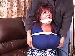 босс сука связали с кляпом во рту
