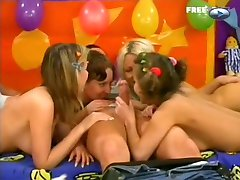 4 girls and 1 lucky guy full video