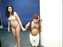 Kacey Kox en een dwerg