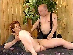 Redhead-Kortharige MILF geneukt door Generaal von Midget