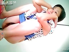 chinese girls go to toilet.26