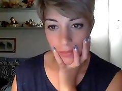 Very beautiful short hair girl CAM
