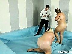 Naked oil wrestling match between SBBWs Monika and Jitka