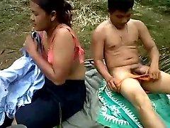 indonésia plantação de óleo de palma trabalhadores foda ao ar livre