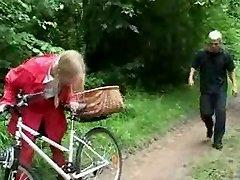 Tiny Crimson Riding Hood 2of6 (french) o.O