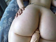 Big booty white dame