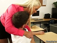 Curvy tanned schoolteacher Alura Jenson wanna lure her naughty student for romp
