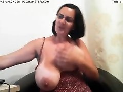 cougar with phat ass tits on cam