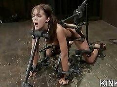 Extreme fantasie van een meisje gebonden en dubbele
