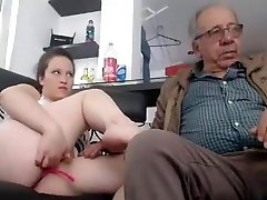 snel sex met 2 meisje een man van 75 jaar