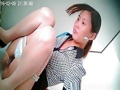 Asian woman with small bush vulva caught peeing