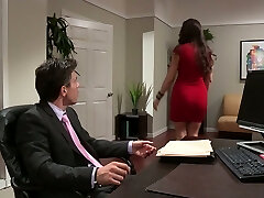 Hot assistant gave a nice fellatio to her boss in his office