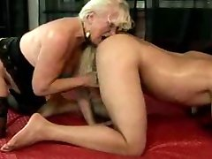 Blond Babica In Mladega Fanta