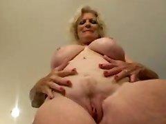 Vroče Babica Masturbira z TROC