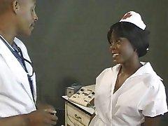 Ebony medicinska sestra zajebal z zdravnikom