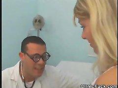 Zdravnik Prsti Ji Bolnika