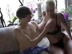 prsata njemački mama jebanje mladi dječak