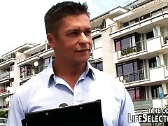 फ्रेंच कनेक्शन - LifeSelector