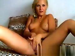 sexy blonde babe sõrmed tema niiske roosa tuss