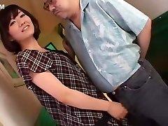 horny jaapani tibi manami komukai aastal vapustav handjob, cumshot jav stseen