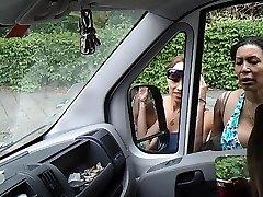 Utripajoča kurac v avto