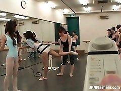Mörk haired Asiatiska tik dansa balett part5