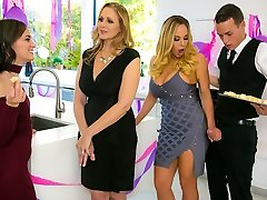 Julia Ann & Olivia Austin & Justin Hunt in My Stepmoms Social Pub - BrazzersNetwork