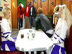 Srečnih Dni parodija s to blond navijačica petelin sesanju