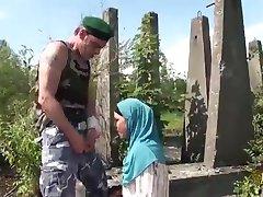 अरब पत्नियों को पसंद करते हैं, बीएनपी या बड़ा नॉर्डिक लिंग के पश्चिमी सैनिकों के रूप में प्राच्य अरब डिक, बहुत छोटा है