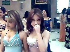 かわいいヴァージンアラビアの無線インターネットアクセス(女子必見