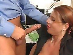 Seksi Susi Sekreter Milf