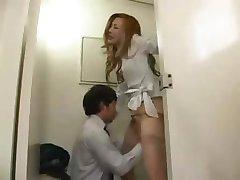 Asiatiques, Couple Baise Dans Les Toilettes