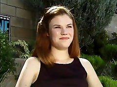 1.-Timer redhead dobiva Čvrsti kurac u njena slatka stražnjicu